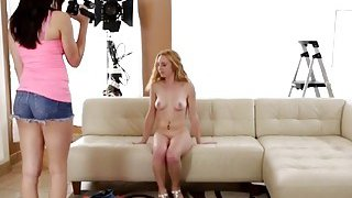 A hot amateur blonde babe shows some great talents on a casting
